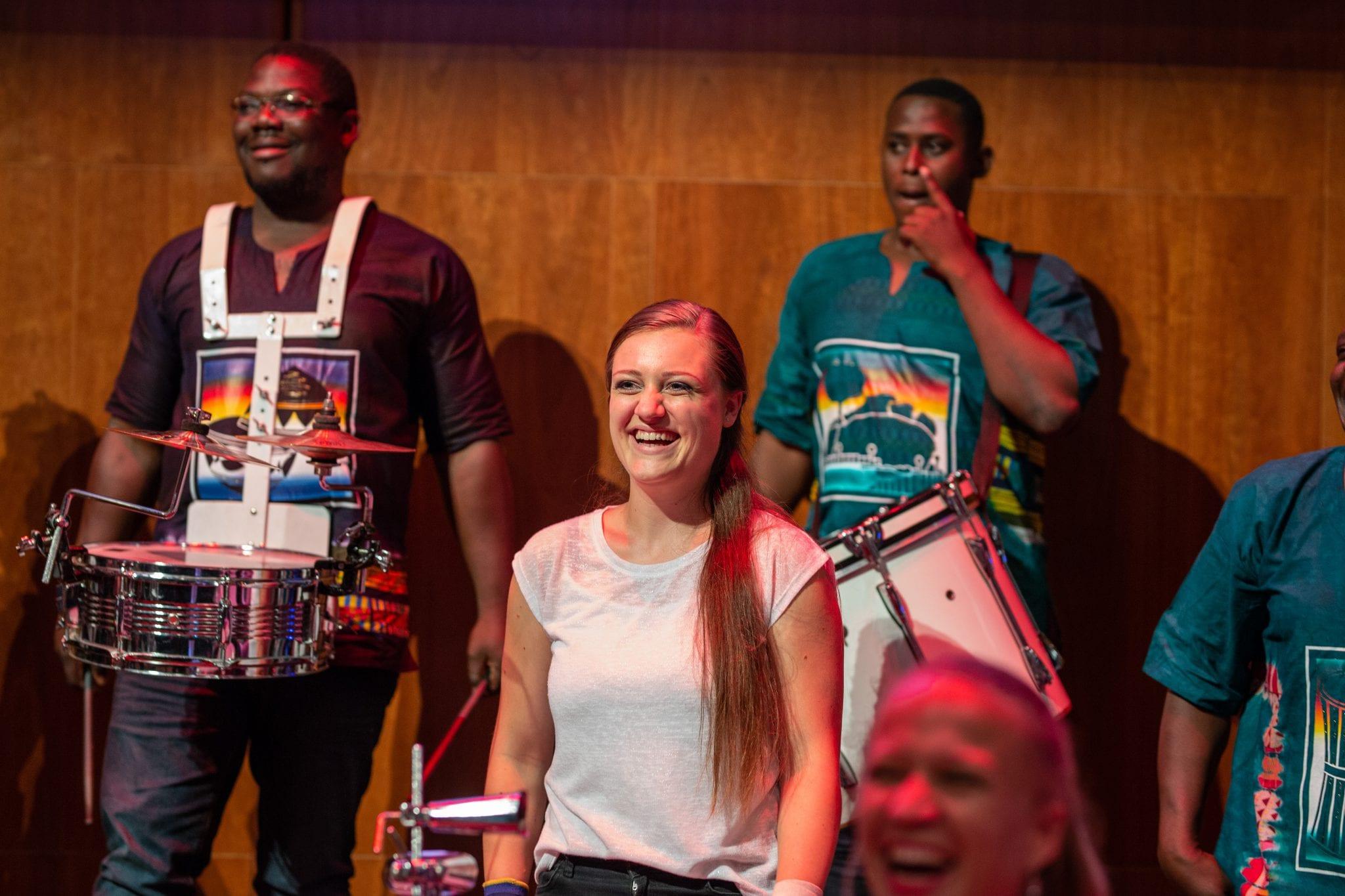 Catching Cultures Orchestra ontvangt 11 november 2018 de Pluim van Sint Maarten