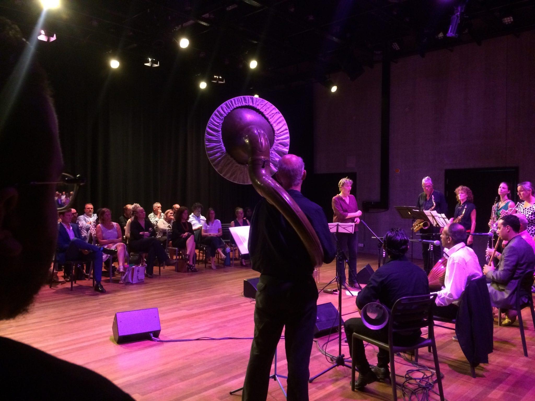 Optreden van Catching Cultures Orchestra tijdens het werkbezoek van de Minister van Cultuur, Onderwijs en Wetenschap op 15 augustus in Het Wilde Westen.
